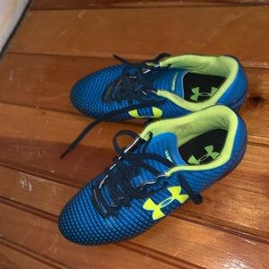Boy's size 3Y under armour cleats (soccer)